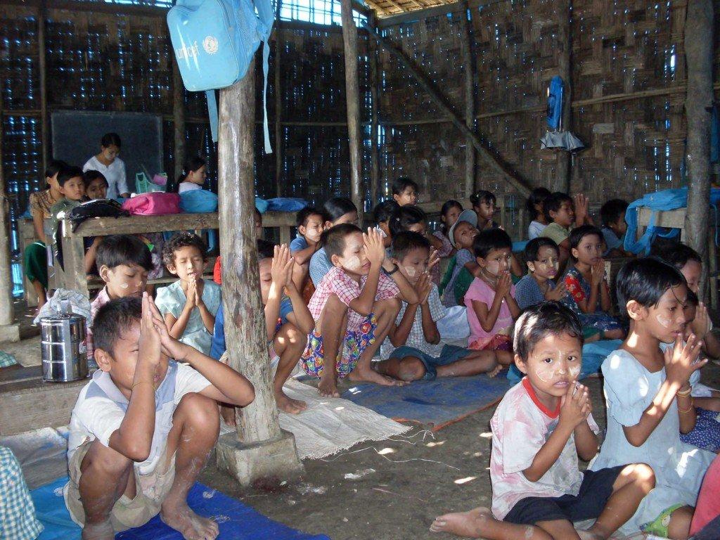 kids praying at church